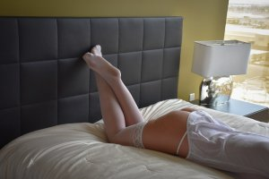 Elora nuru massage in Somerville, escort