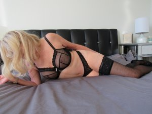 Annalyne erotic massage in Lynn