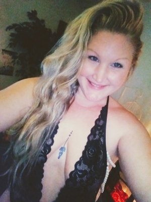 Fyona call girl in Iona FL & tantra massage