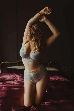 Manaelle happy ending massage in Urbana Illinois