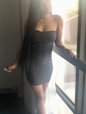 Salematou live escort in Holiday and thai massage