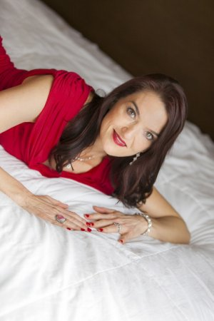 Luna-marie happy ending massage in Pearland